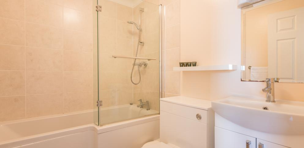 Bathroom in superior cottage - Ellingham Self-Catering Cottages