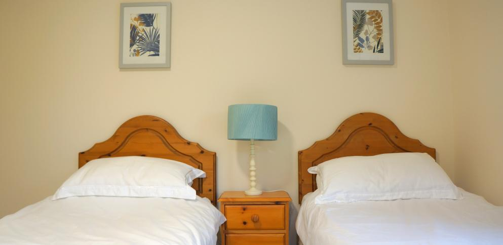 Twin bedroom in top floor apartment at The Ellingham Apartments