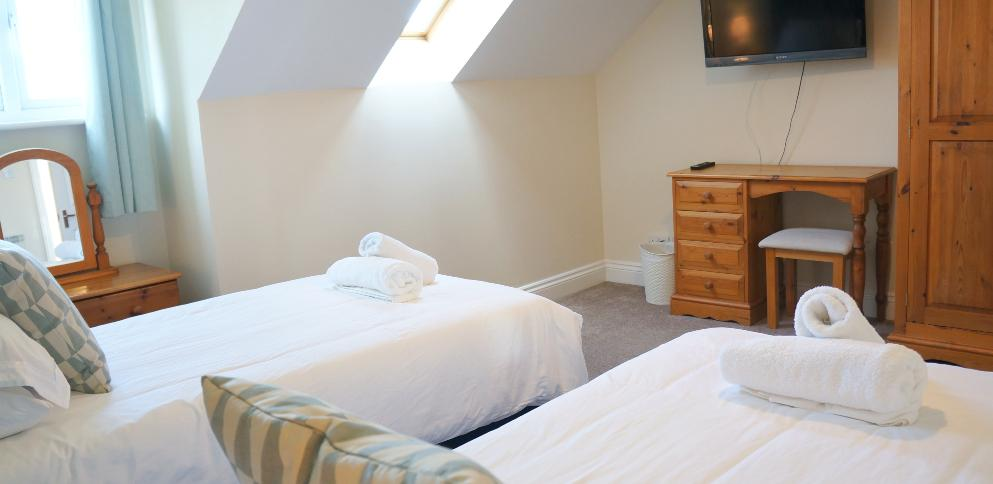 Twin bedroom in superior garden cottage - Ellingham Self-Catering Cottages